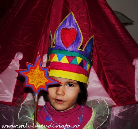coroniță și baghetă magică din materiale reciclate