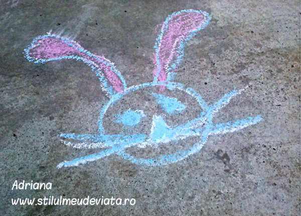 iepuras, desen pe asfalt (1)