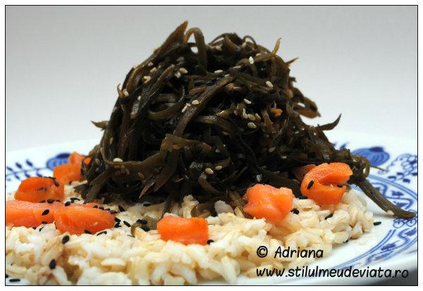 salata de alge marine cu orez integral