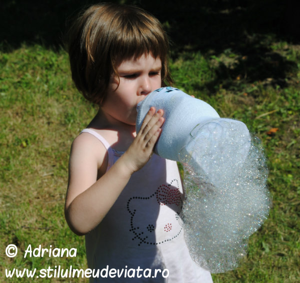 sarpe din baloane de sapun (bubble snake)