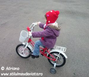 cu bicicleta in parc