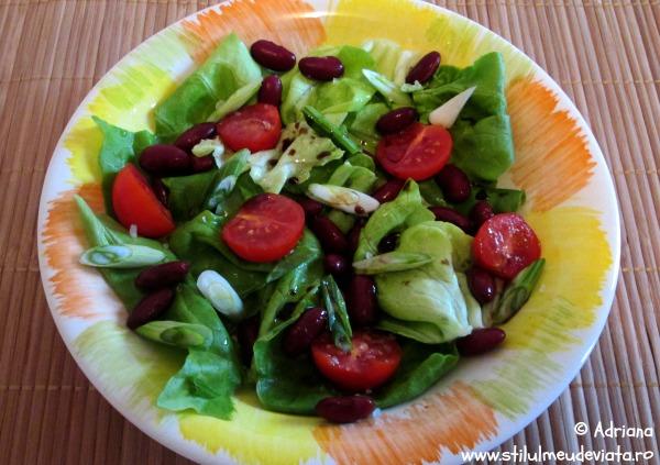 salata verde cu fasole boabe si rosii cherry