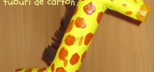 girafa realizata din tuburi de carton