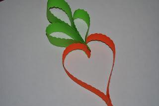 morcov din hartie colorata