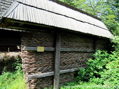 Casa Ilea, Călinești, Valea Cosăului, coș pentru porumb