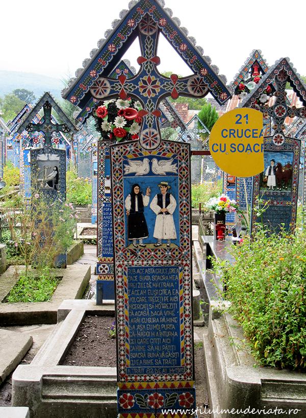 Crucea cu soacra, Cimitirul Vesel din Sapanta