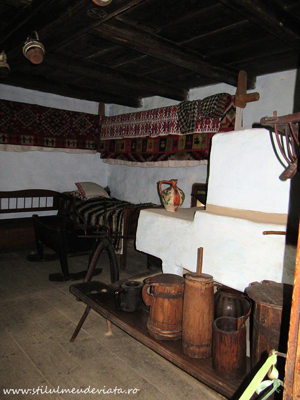 Muzeul Satului Maramuresan, interior casa