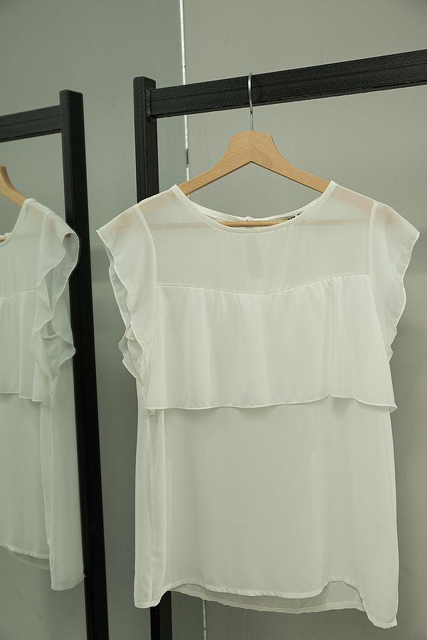 bluziță albă cu volănașe
