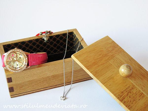 cutie din lemn pentru bijuterii