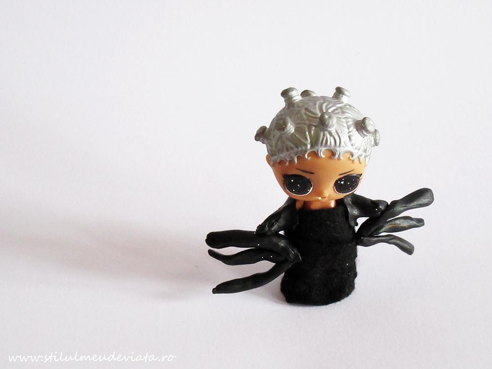 papușă LOL - costumație de păianjen (pentru Halloween)