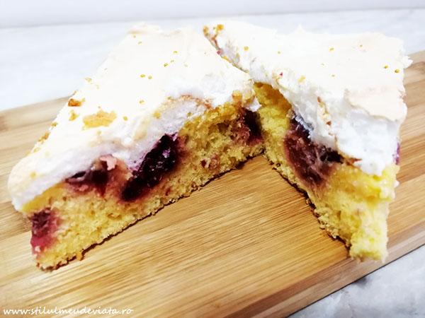 Prăjitură cu rabarbăr și bezea