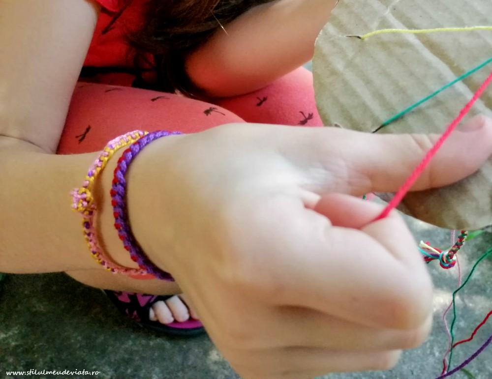 brățări din ață colorată