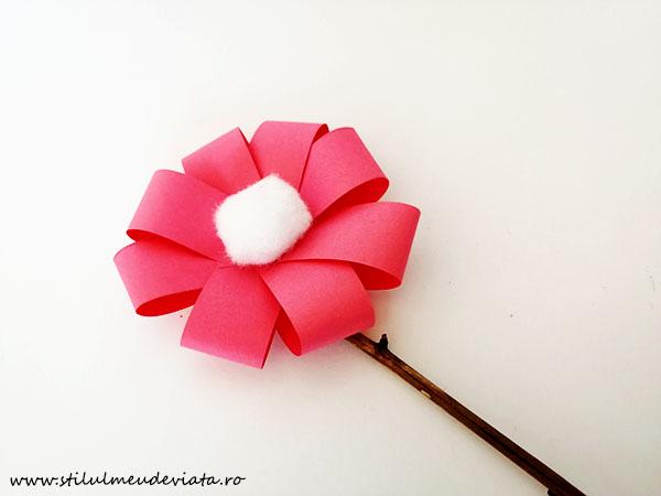 floare din hârtie colorată