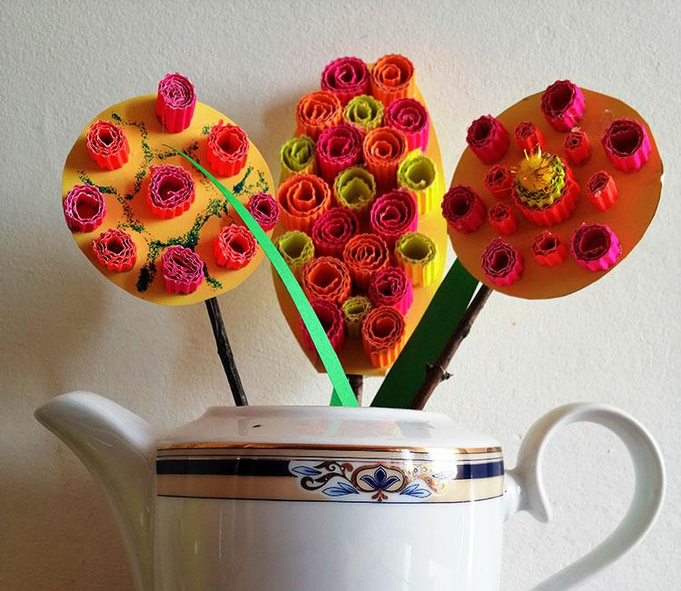 flori din carton ondulat